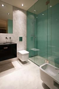 A bathroom at Serviced Apartments Boavista Palace