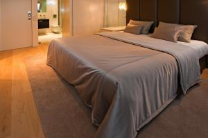 A bed or beds in a room at Serviced Apartments Boavista Palace