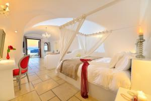 A bed or beds in a room at Absolute Bliss