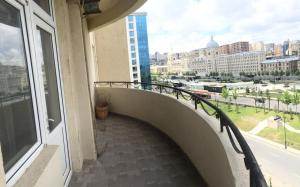 Uma varanda ou terraço em Private Family Apartment Downtown