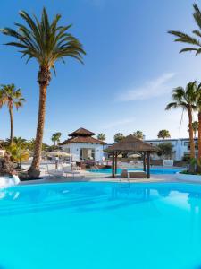 Het zwembad bij of vlak bij Boutique Hotel H10 White Suites - Adults Only