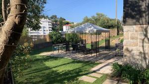 A garden outside Village Cascais Guest House