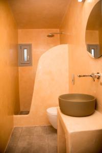 Ένα μπάνιο στο Markakis Studios Fira Town