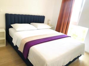 A bed or beds in a room at Villa Evita Apartments