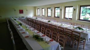 Ein Restaurant oder anderes Speiselokal in der Unterkunft Landpension Wandersruh