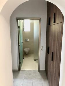 Ένα μπάνιο στο Johannes Boutique Apartments & Suites