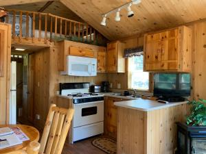 A kitchen or kitchenette at Diamond 7 Bar Guest Ranch