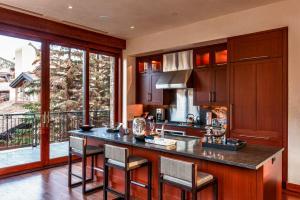 A kitchen or kitchenette at Elevation Resort Residences at Solaris