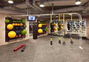 The fitness center and/or fitness facilities at Jumeirah Emirates Towers