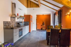 Een keuken of kitchenette bij Valkenhof Schimmert
