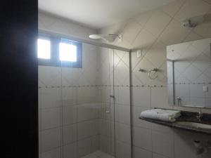 Ванная комната в Hotel Enseada Maracajaú
