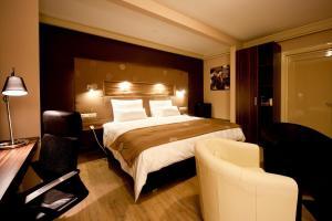 Кровать или кровати в номере Raadhuis Dinther Suites