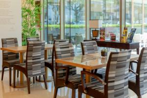 A restaurant or other place to eat at Sea Porto Hotel
