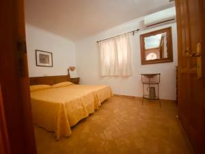 Łóżko lub łóżka w pokoju w obiekcie Puerto de Pollensa cat Villas