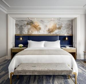 A bed or beds in a room at The St. Regis Toronto