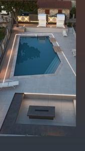 Вид на бассейн в Galaxy City Hotel или окрестностях