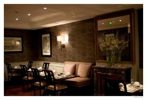 A restaurant or other place to eat at Hotel De La Treille
