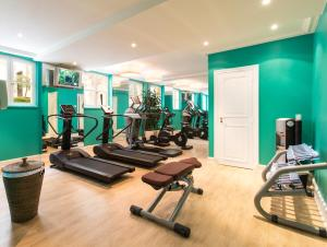 The fitness centre and/or fitness facilities at Castille Paris – Starhotels Collezione
