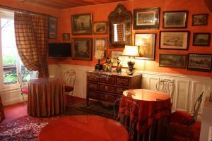 A kitchen or kitchenette at Hôtel De Nice