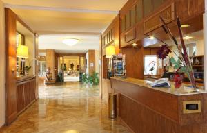Hall o reception di Hôtel du Grand Lac Excelsior