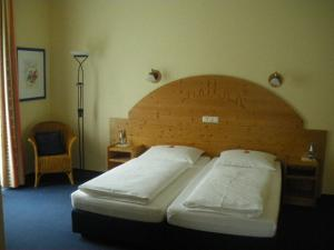 """A bed or beds in a room at Hotel Pit Lane """"Home of Motorsport"""""""