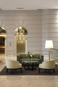 The lobby or reception area at Emperador Hotel Buenos Aires