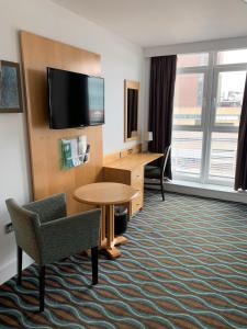 A television and/or entertainment centre at Holiday Inn Birmingham City, an IHG Hotel