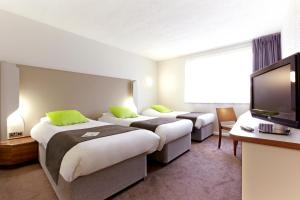 A bed or beds in a room at Campanile Bradford