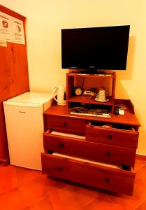 A television and/or entertainment center at Villa Etruria Guest House