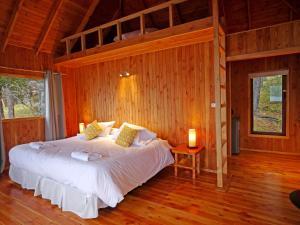 Кровать или кровати в номере Terra Luna Lodge