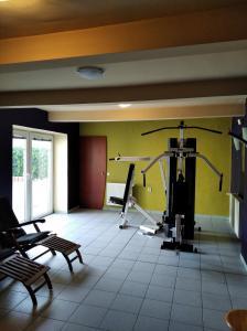 Posilňovňa alebo fitness centrum v ubytovaní Ubytovanie pri Kúpeľoch
