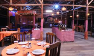 A restaurant or other place to eat at Amazing City Beach Resort