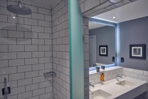 A bathroom at Malmaison Reading
