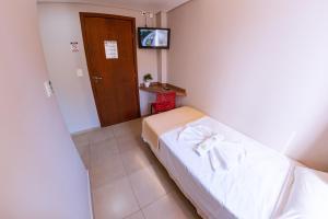 A bed or beds in a room at Hotel Ipiranga Maringa