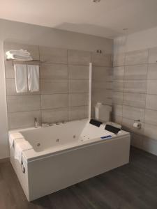 A bathroom at Motel Caldas