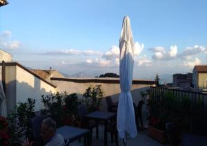 A restaurant or other place to eat at Residenza Storica le Civette