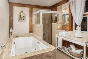A bathroom at Pousada Jardim Secreto