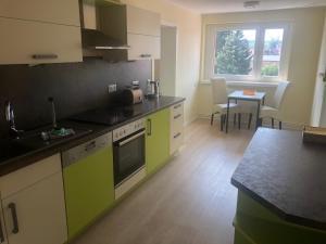 A kitchen or kitchenette at Fahrradpension-Joachimsthal