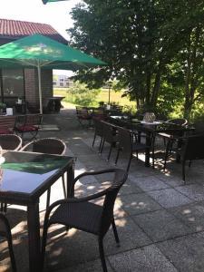 Der Swimmingpool an oder in der Nähe von Hotel Restaurant Borchard