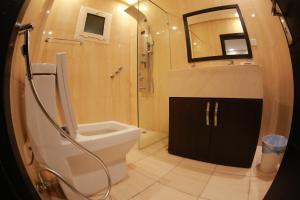 Um banheiro em Rahty Home Hotel Apartments
