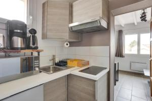 A kitchen or kitchenette at Roissy Appartements