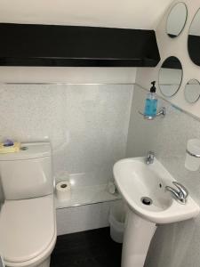 A bathroom at Launceston Villa