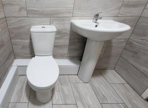 A bathroom at High Bank Hotel