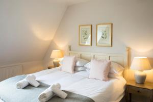 A bed or beds in a room at The Fox Inn