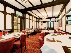 A restaurant or other place to eat at Thistle Dhu Guest House