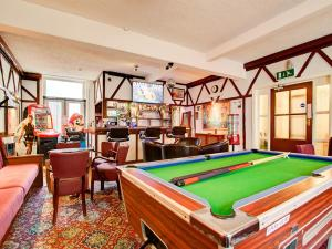 A billiards table at Thistle Dhu Guest House