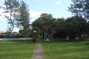 A garden outside Samburá Chalés