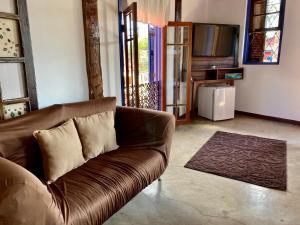 Uma área de estar em Vila Pequeá Ilhabela