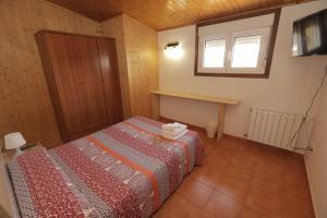 A bed or beds in a room at Pensión Codesal