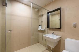 A bathroom at Gyeongpo Vista Hotel
